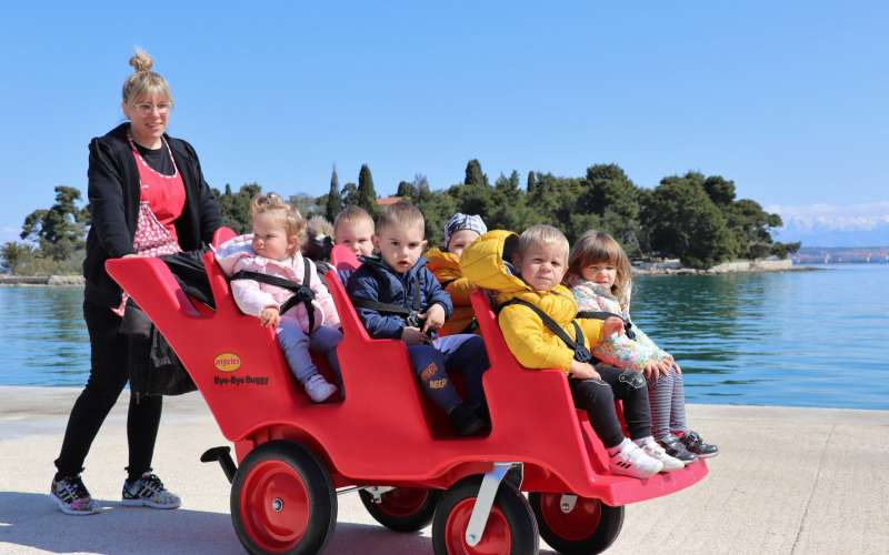 DV Lastavica kupio dječja kolica šesterosjed za djecu jasličke skupine